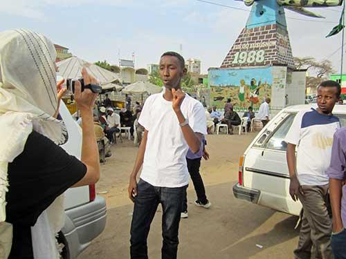 Dina filming Somali teen