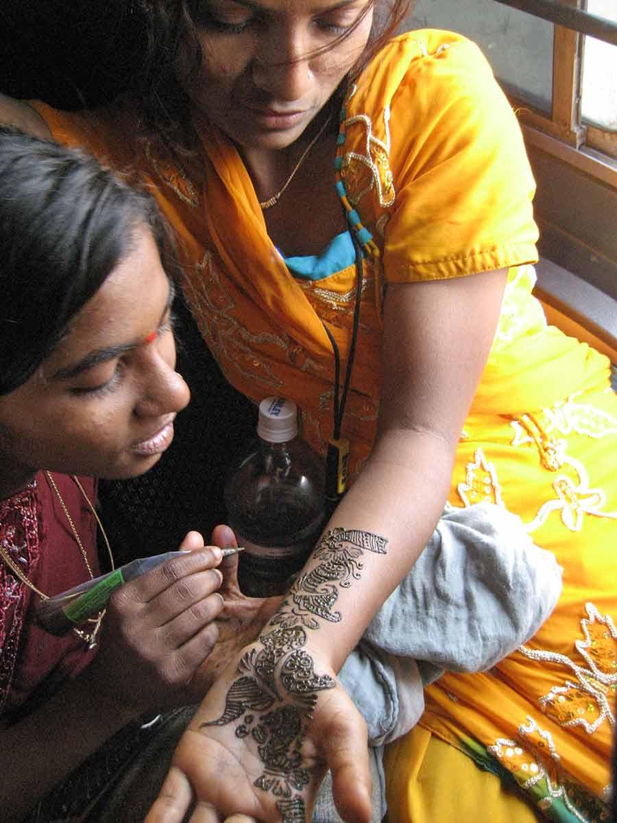 Doing henna