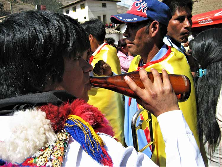 Man from Peru drinking beer