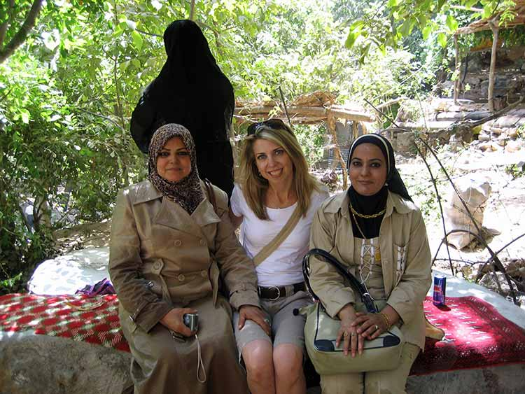 Dina with Iraqi women