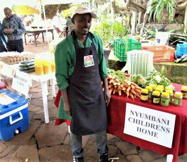 Mwanzia selling crops