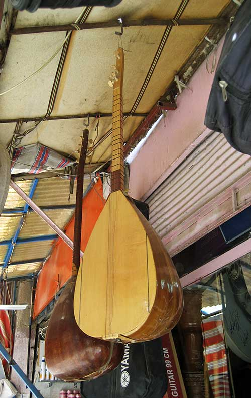 Iraqi oud market