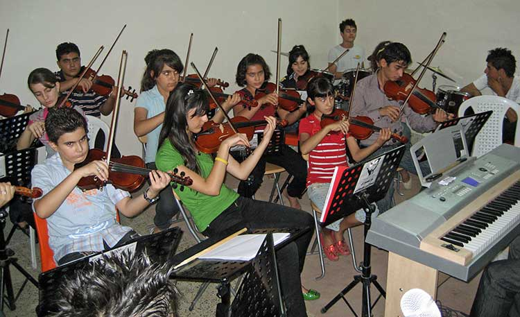 Iraqi kids playing instraments